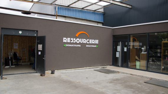 Lettres relief du logo de la Ressourcerie, magasin responsable de l'association Horizon
