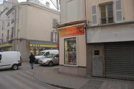 Création et réalisation de l'enseigne pour le magasin Enfances Coulommiers photo