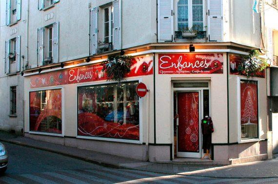 Création et réalisation de l'enseigne pour le magasin Enfances Coulommiers temporaire spécial hiver photo