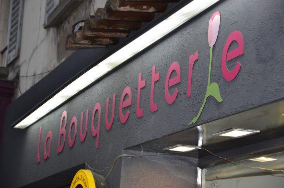 Création et pose de l'enseigne pour la boutique La Bouquetterie à Coulommiers