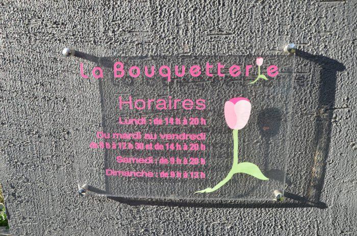 Création et pose de plaque en plexiglass pour la boutique La Bouquetterie à Coulommiers
