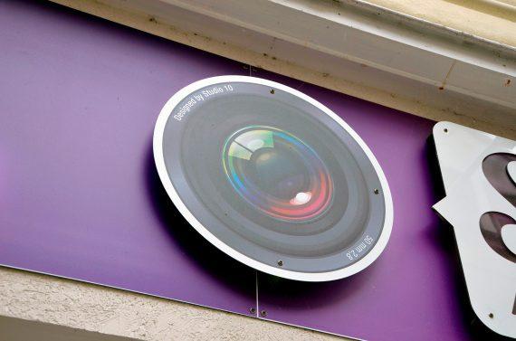 Zoom sur la Création et réalisation de l'enseigne du magasin Studio 10 à Coulommiers