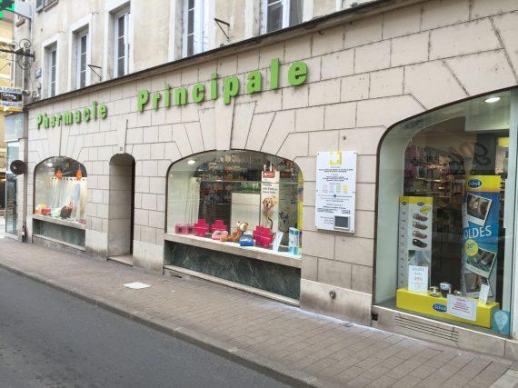 panneau d'horaires de la Pharmacie Principale de Coulommiers vue d'ensemble