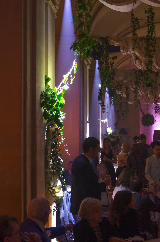 Gros plan de la salle de réception de la soirée préparée par France Prestige Services