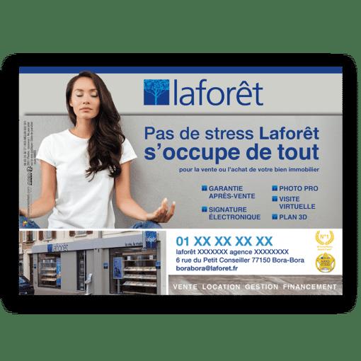 Mise en situation du visuel femme sans fond pour le modèle «Pas de stress » du flyer pour la franchise Laforêt. Choisissez le modèle, sa version, nous personnaliserons votre support de communication.